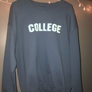 NWOT COLLEGE 🎓 Crew Neck Sweatshirt